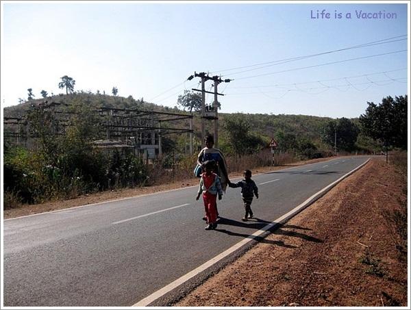 Family Scenes-Bandhavgarh Jabalpur Road