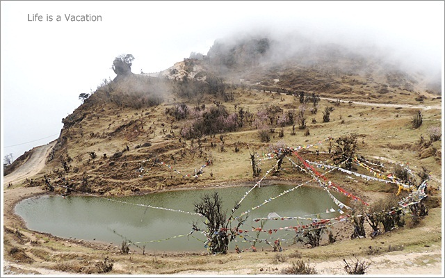Sandakphu_Trek_Kalapokhri_Lake